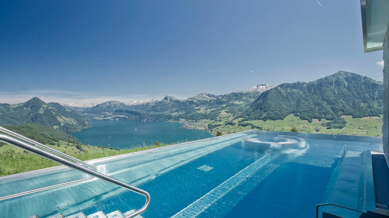 villa-honegg-pool-day