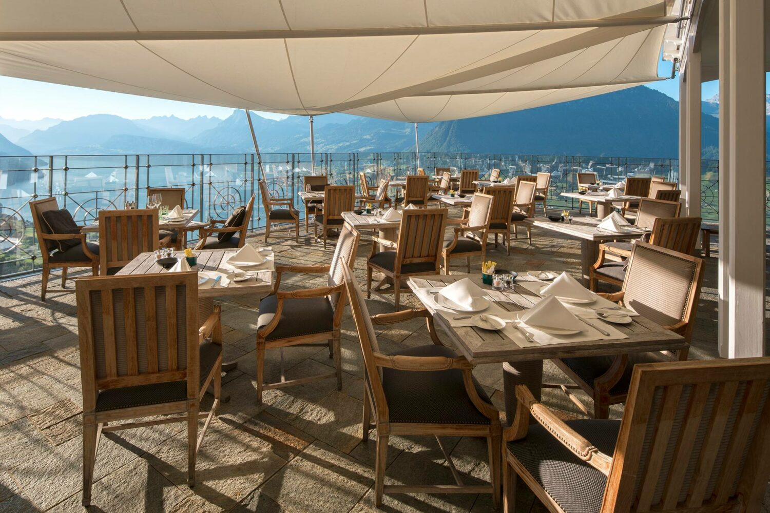 villa-honegg-restaurant-terrace-lake