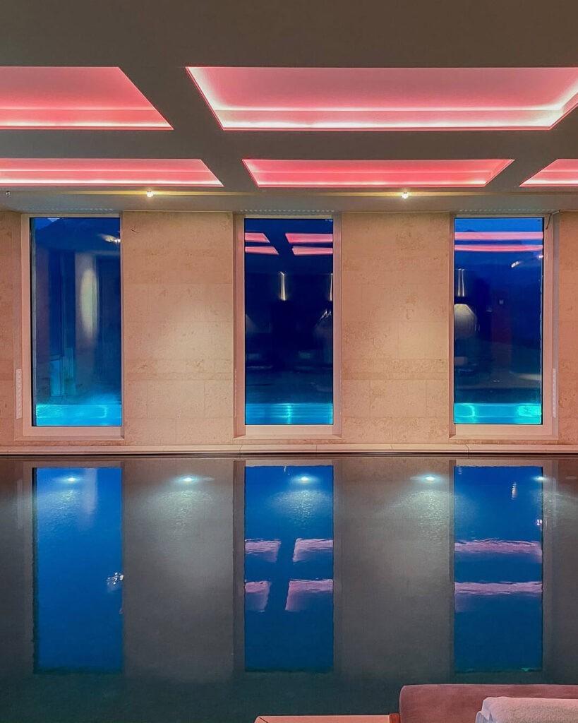 villa-honegg-spa-indoor-pool-night-72hih