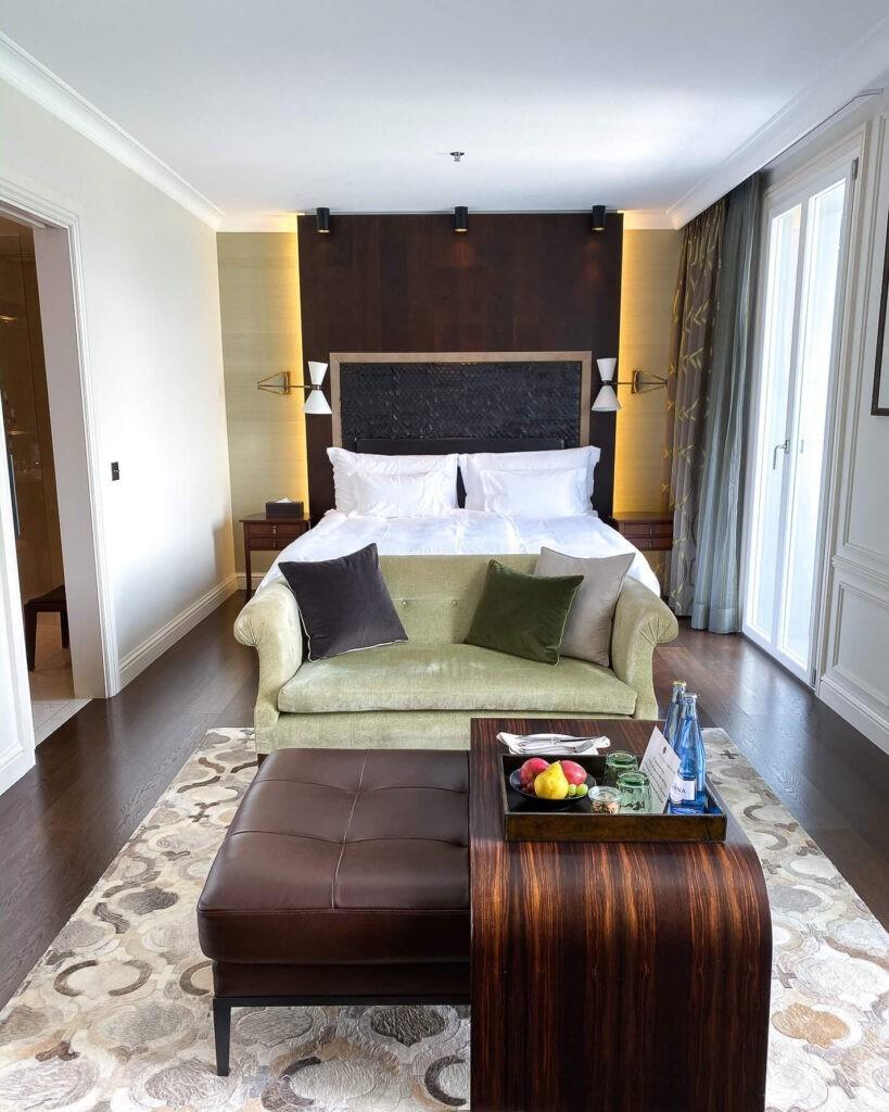 villa-honegg-superior-suite-bedroom-72hih