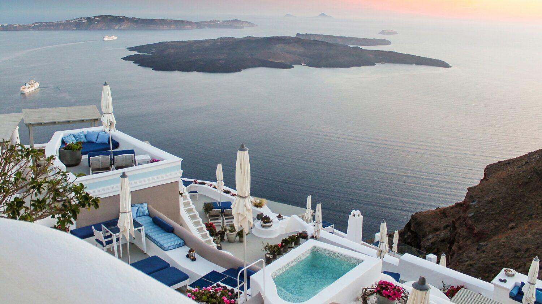 iconic santorini-overview-hotel