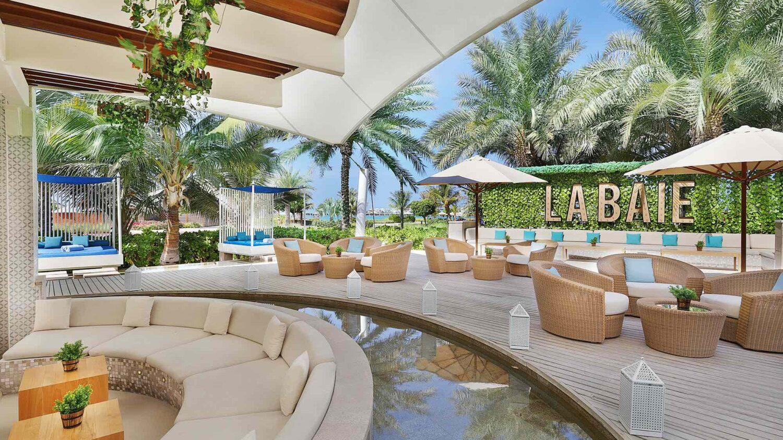 the ritz-carlton dubai-lounge-terrace