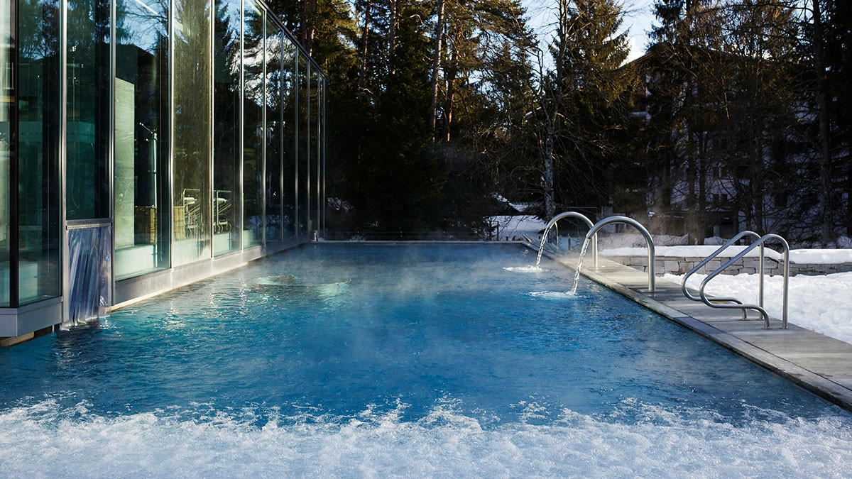 waldhaus-flims-pool-outdoor