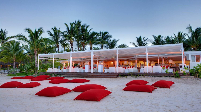 LUX* belle mare-beach-bar