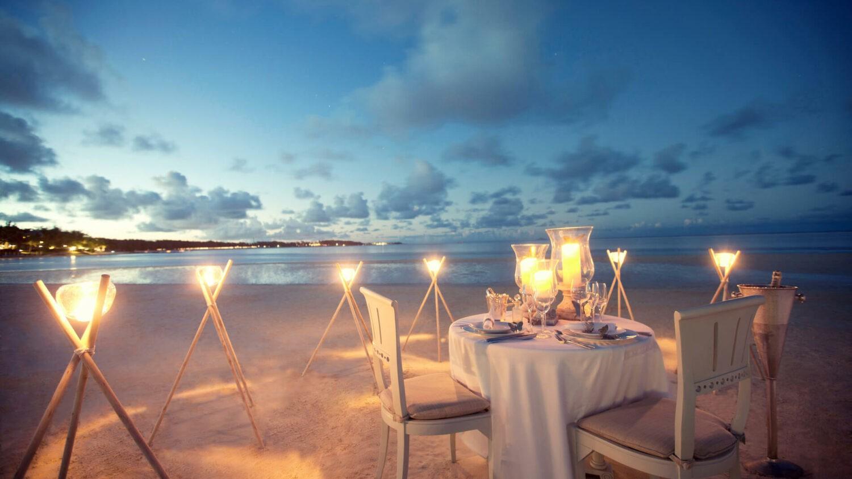 LUX* belle mare-private-beach-dinner
