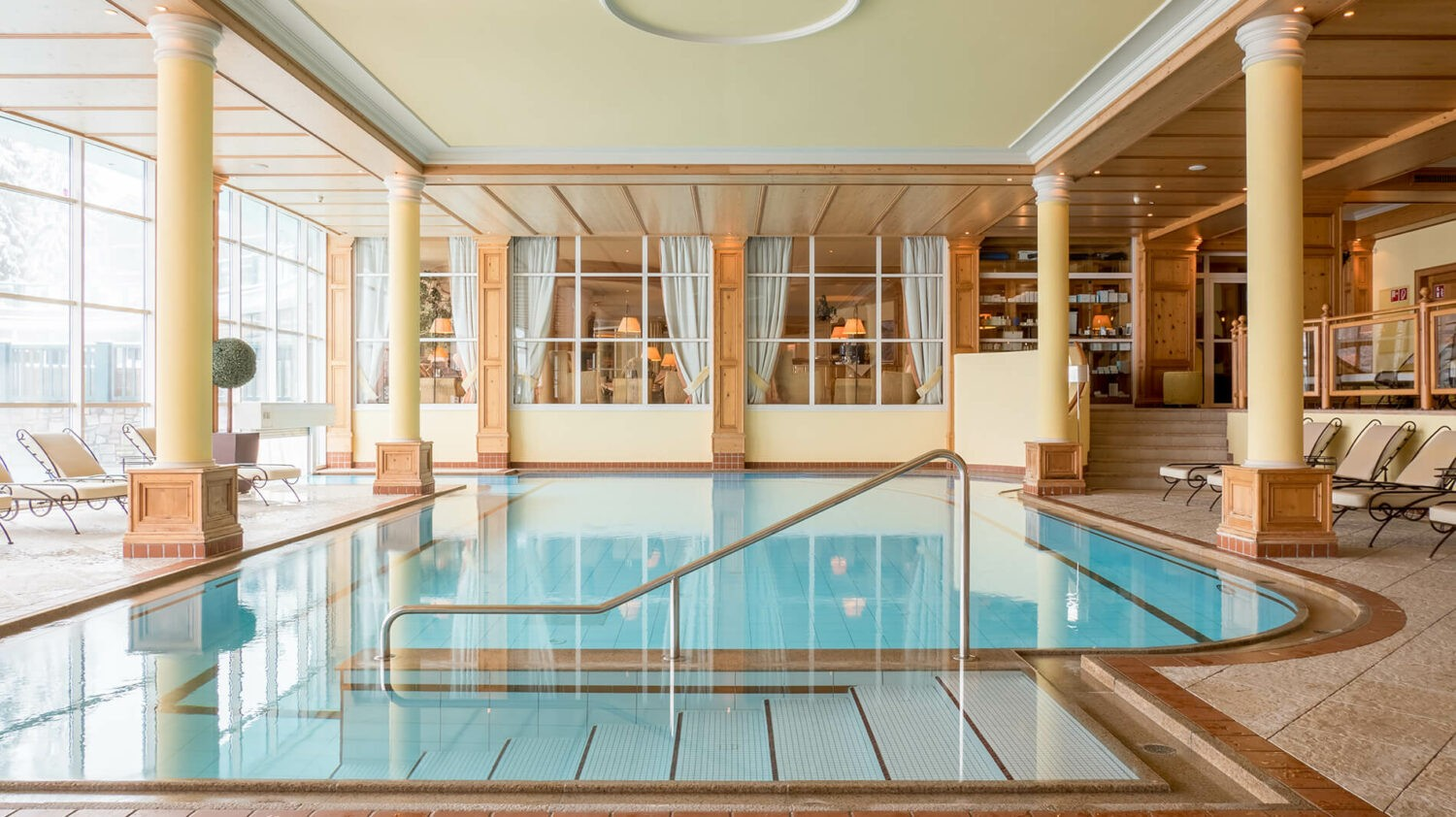 astoria-resort-indoor-pool