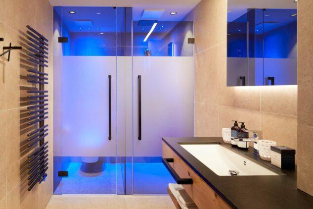 das-edelweiss-bathroom-light-blue-shower