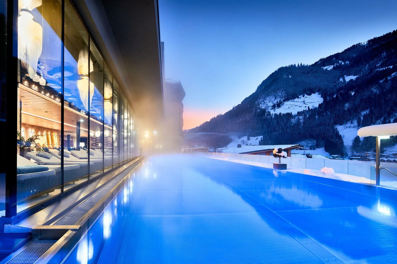 das-edelweiss-snow-pool-light