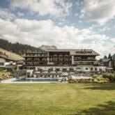 hotel-arlberg-outisde-building-spring