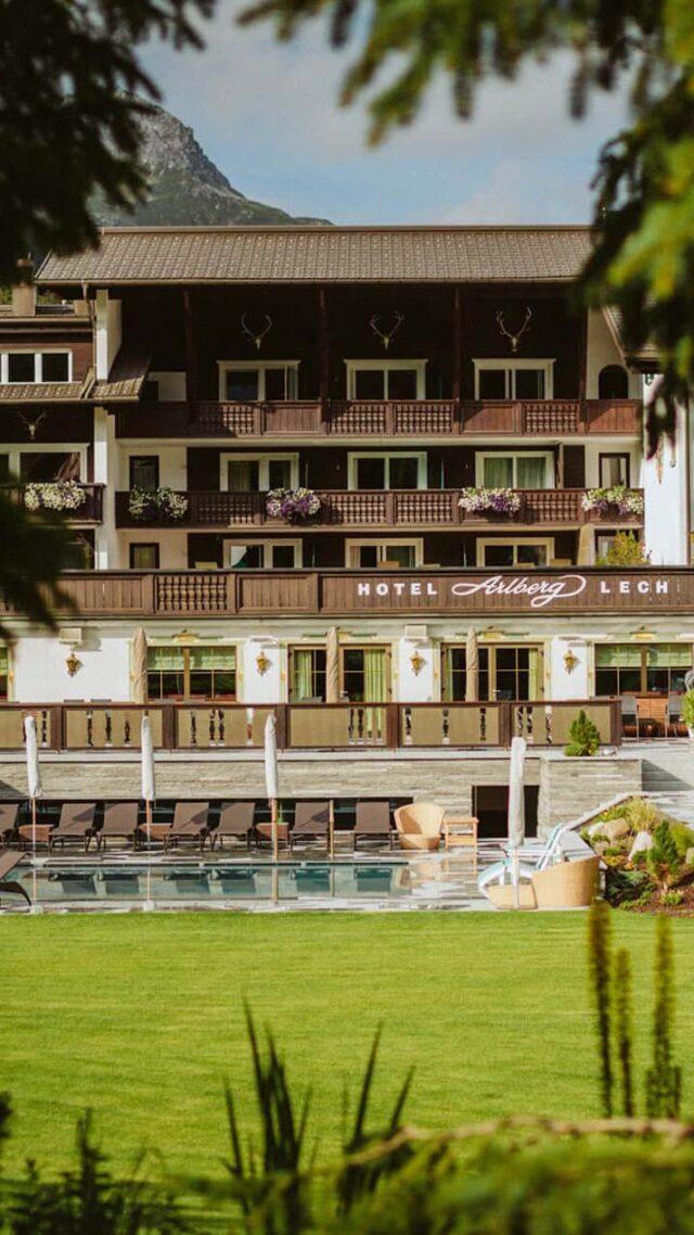 hotel-arlberg-outside-building-hidden-tans