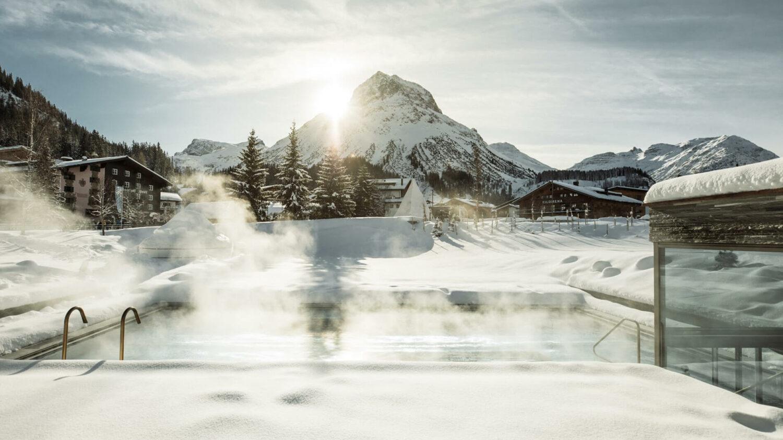 hotel-arlberg-outside-pool-snow