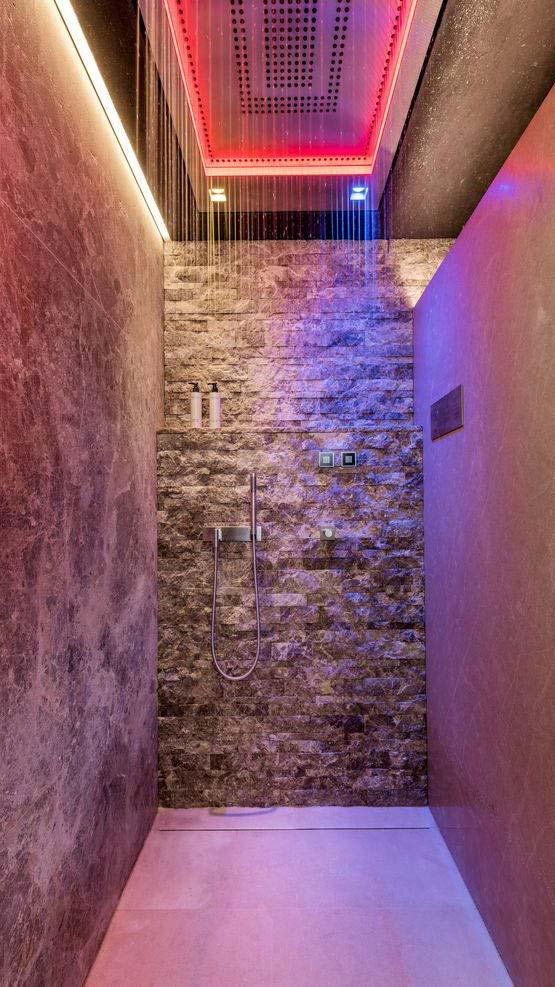 hotel-arlberg-shower-light-show-mobile