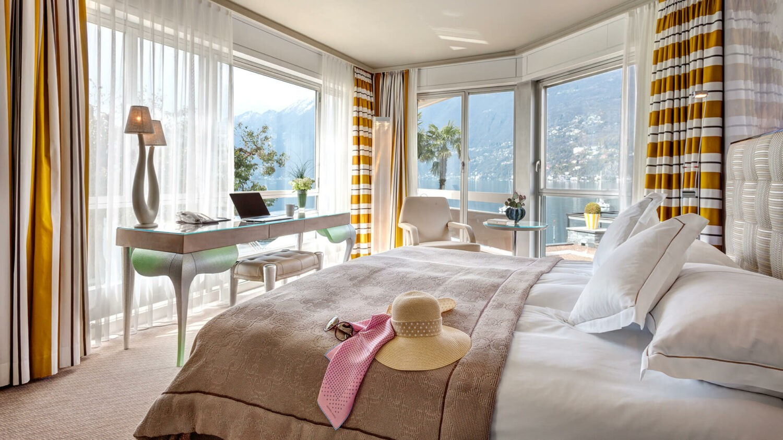 hotel eden roc-bedroom