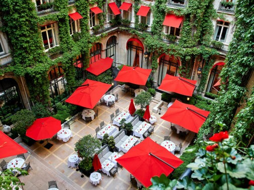 hotel-plaza-athenee-cour-jardin