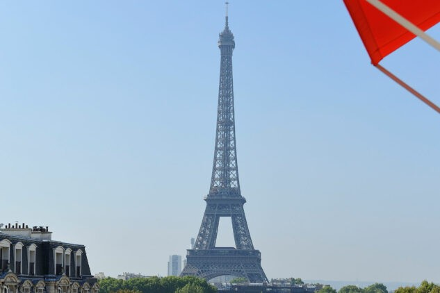 hotel-plaza-athenee-eiffel-tower-view