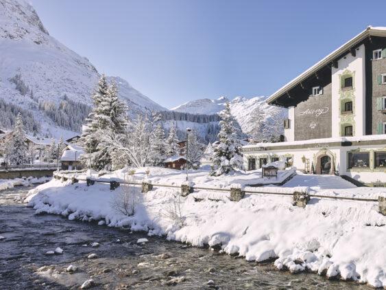 hotel-arlberg-snow-outside-alexkaiser-3