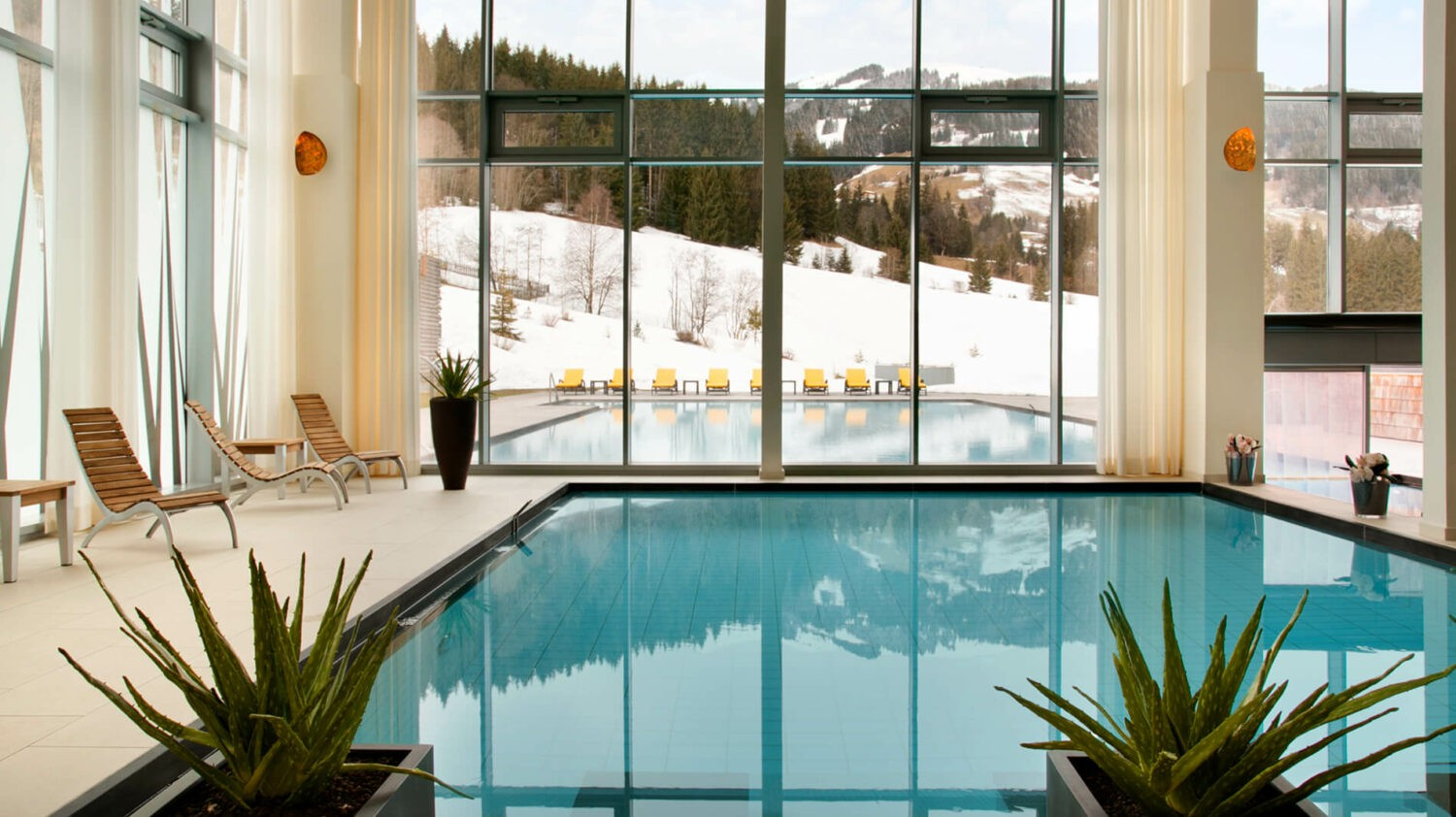 kempinski-das-tirol-indoor-pool