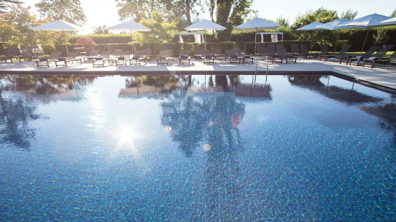 la réserve genève-hotel and spa-outdoor-pool