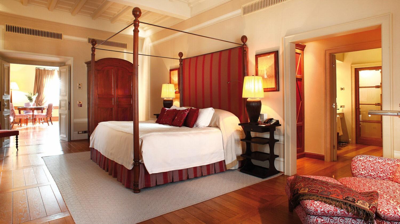 rosewood-castiglion-del-bosco-borgo-suite-bedroom