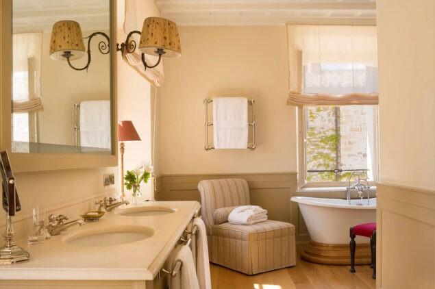 rosewood-castiglion-del-bosco-vescovo-bathroom