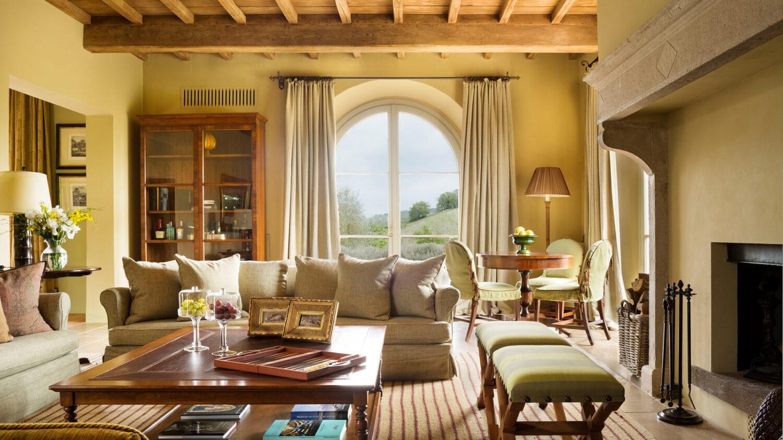 rosewood-castiglion-del-bosco-villa-casa-del-fiume-living-room