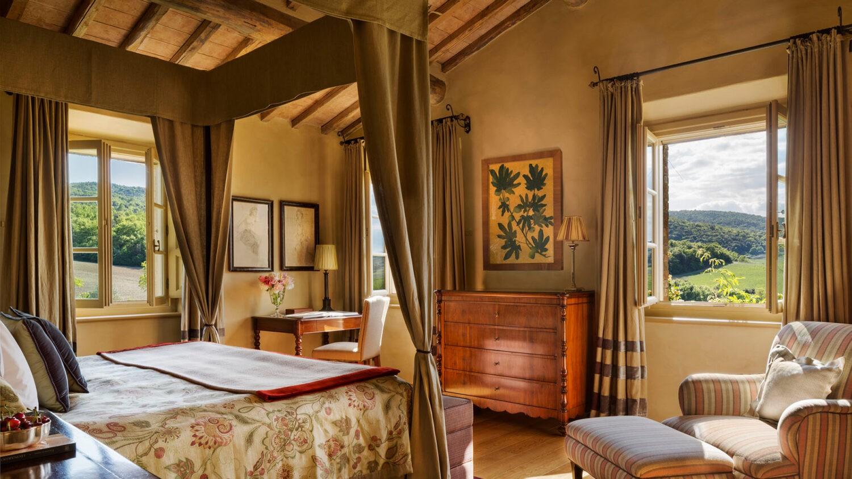 rosewood-castiglion-del-bosco-villa-gauggiole-master-bedroom