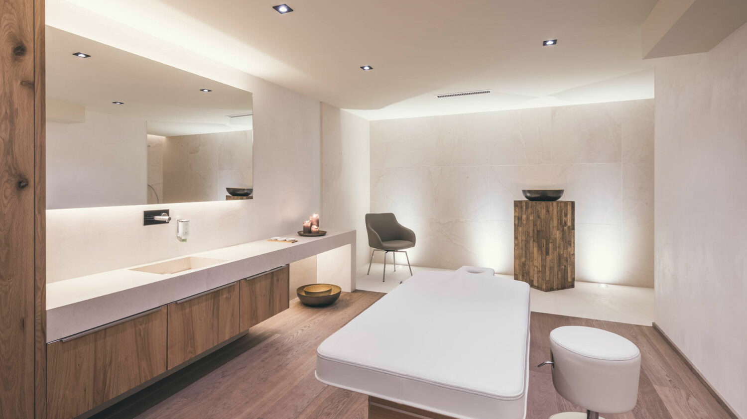 schlosshotel-ischgl-spa-treatment-room