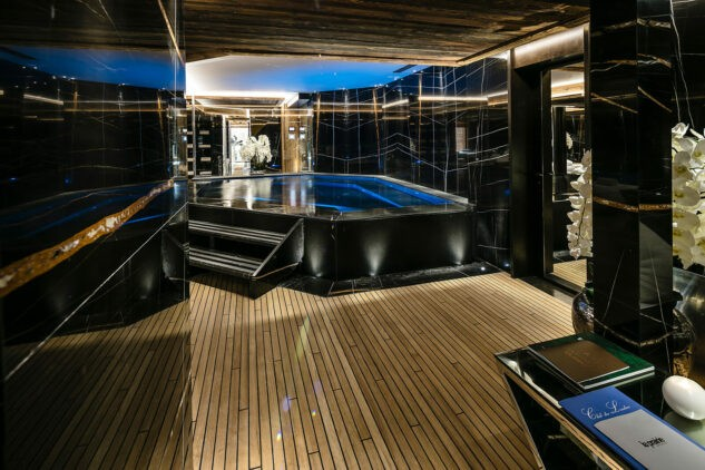 ultima-gstaad-spa-jacuzzi