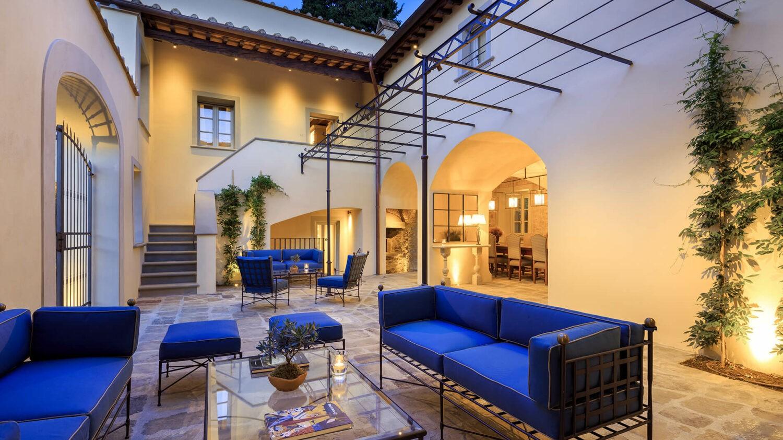 villa la massa italy-courtyard