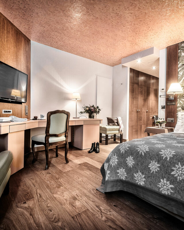 Tschuggen-Grandhotel-master bedroom-toplists