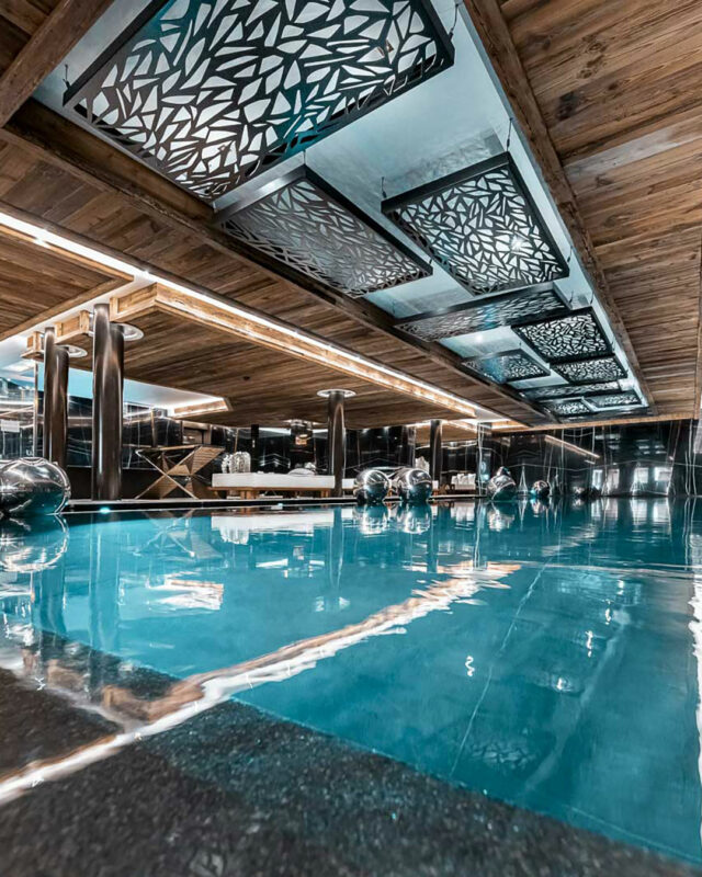 Ultima-Gstaad-pool-area-toplists