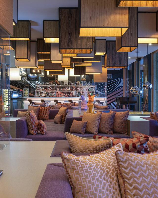 W Verbier-W living room-Day-&-Night-bar-toplists