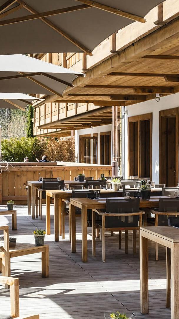ultima-gstaad-restaurant-terrace-outside