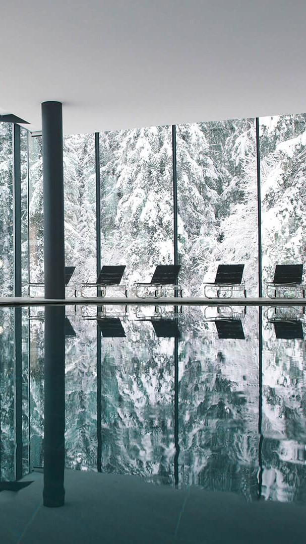 waldhaus-flims-pool-inside-mobile