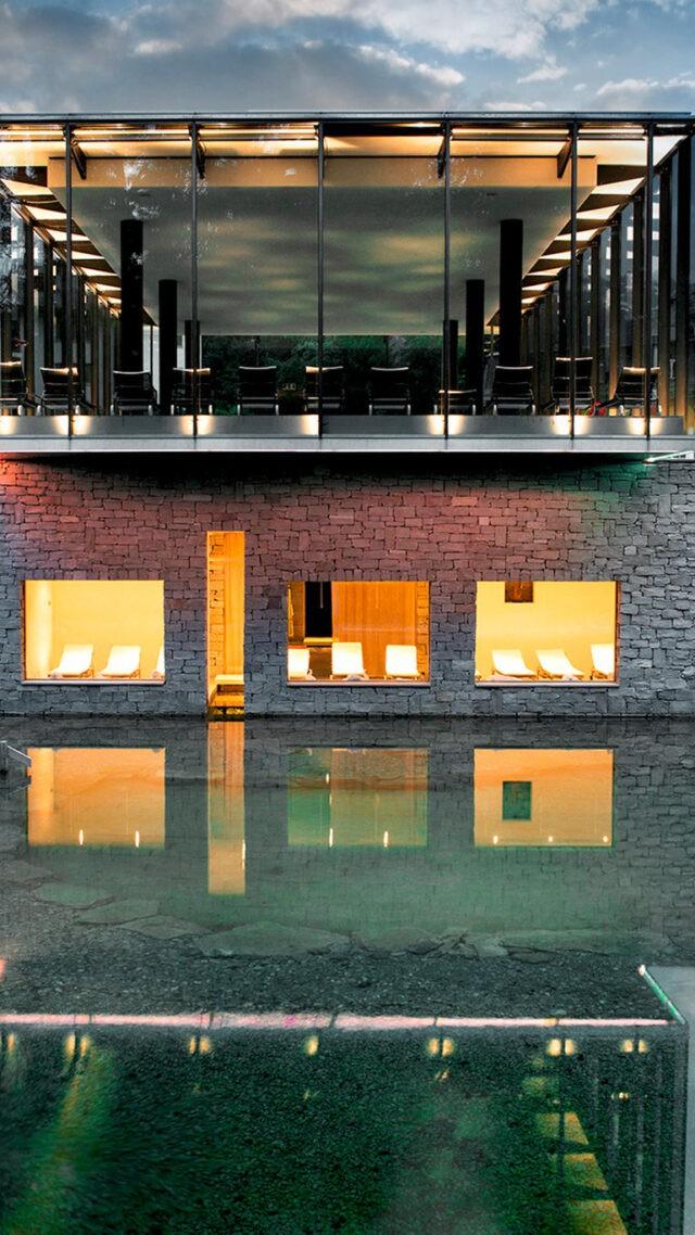 waldhaus-flims-pool-mobile-evening