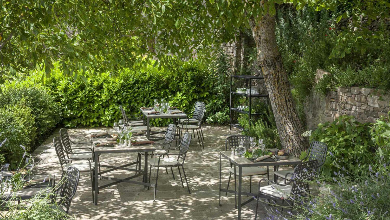 monteverdi-tuscany-terrace-breakfast-green