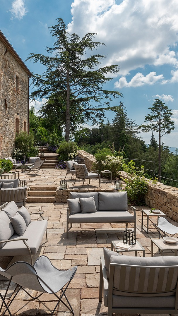 monteverdi-tuscany-terrace-mobile