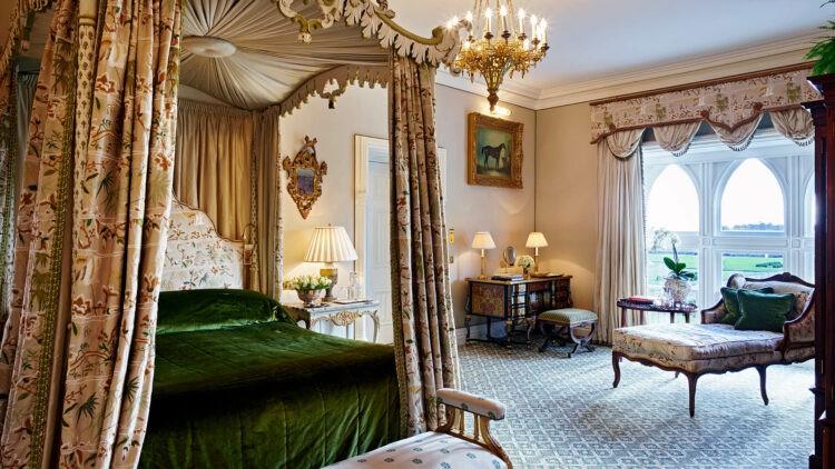 Ashford-Castle-Reagan-Suite-bed