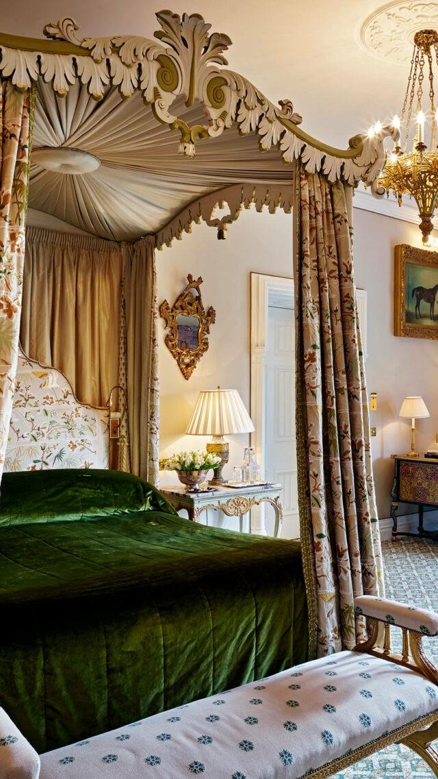 Ashford-Castle-Reagan-Suite-bed-mobile