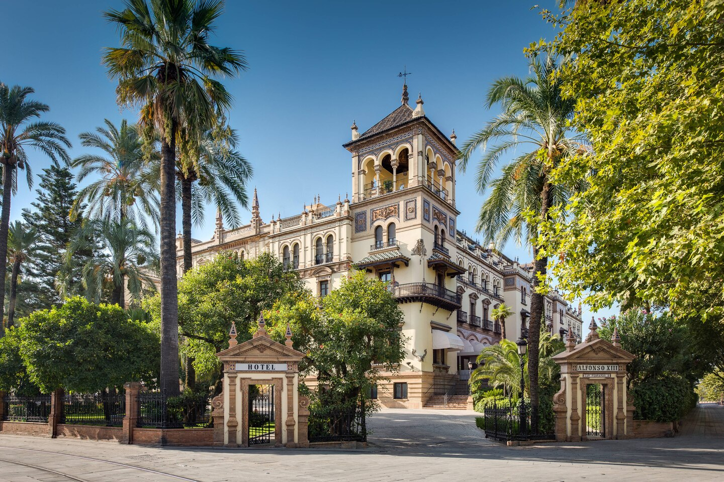 Hotel_Alfonso_XIII-exterior