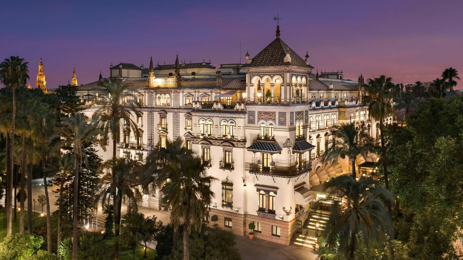 Hotel_Alfonso_XIII-exterior-sunset