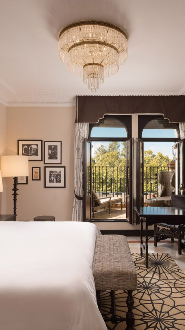Hotel_Alfonso_XIII-king-grandterrace-guestroom-mobile