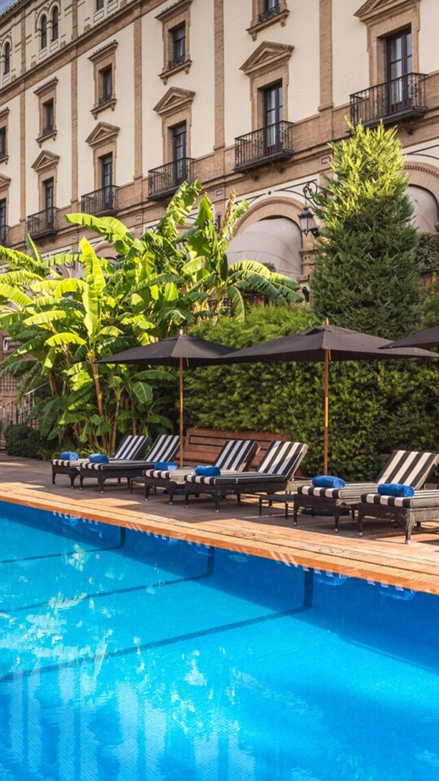 Hotel_Alfonso_XIII-pool-mobile