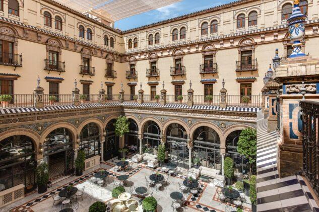 Hotel_Alfonso_XIII-restaurant-patio
