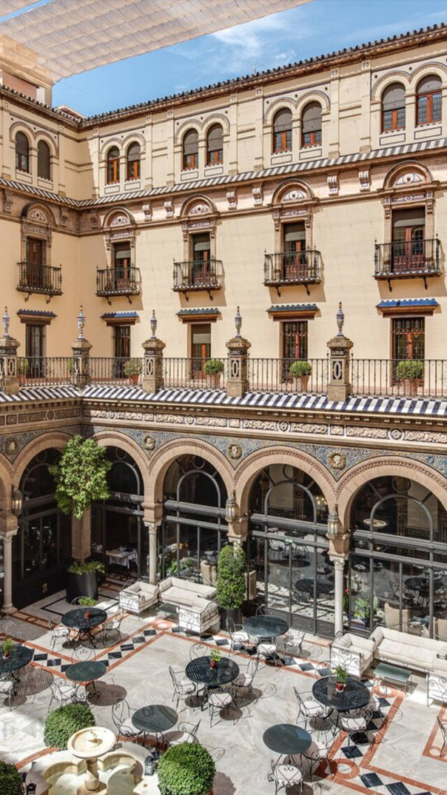 Hotel_Alfonso_XIII-restaurant-patio-mobile