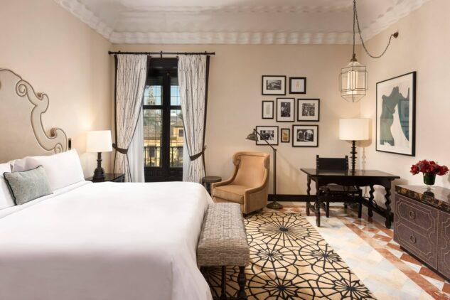 Hotel_Alfonso_XIII-suite-bedroom