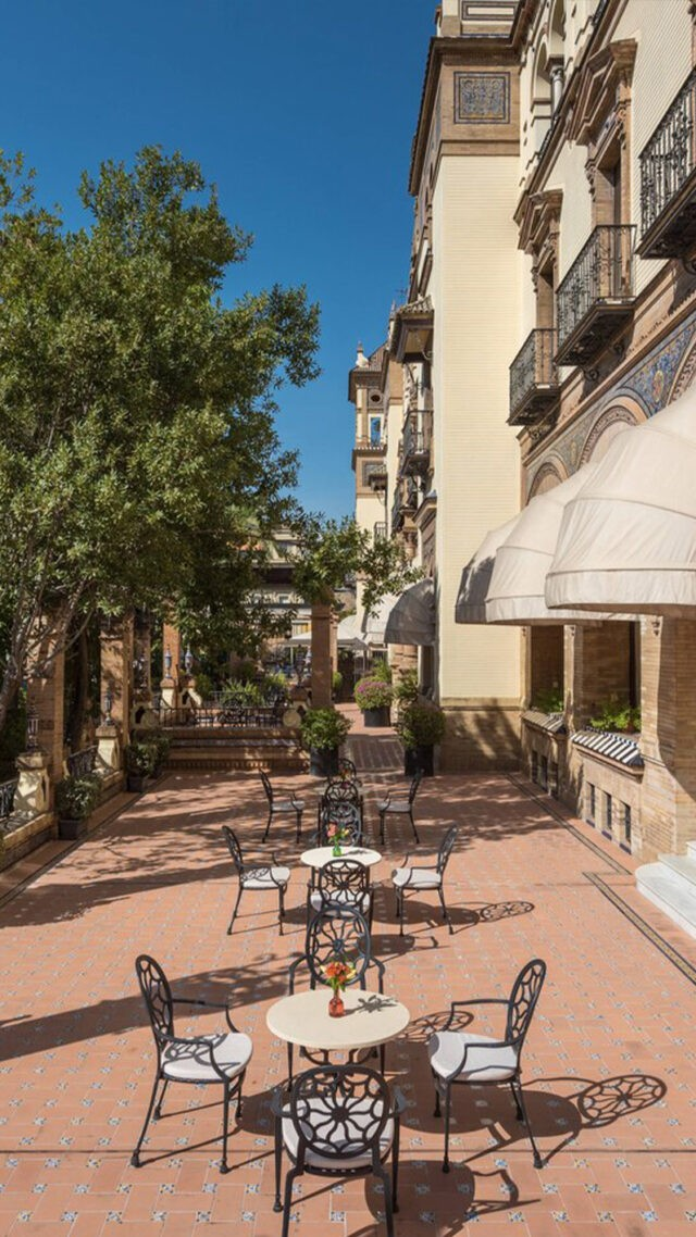 Hotel_Alfonso_XIII-terrace-meeting-mobile