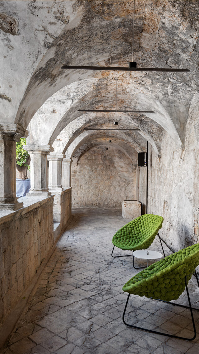 Lopud_1483_Cloister-lounger_mobile