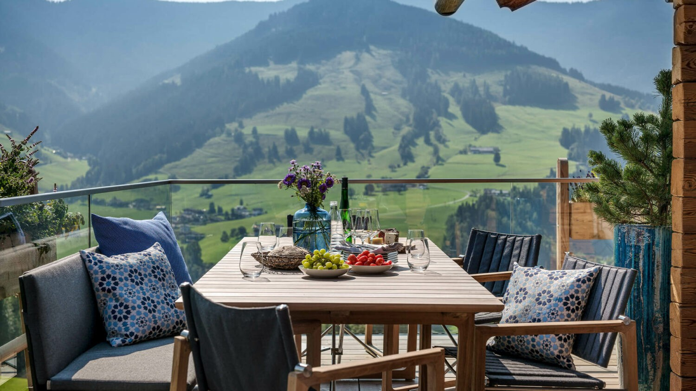 Senhoog_Gipfelkreuzliebe-sun-terrace-lunch