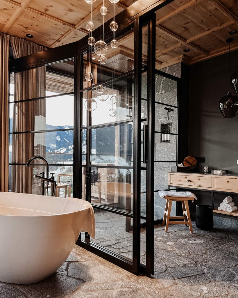 hotels-in-heaven-senhoog-leogang-master-bedroom